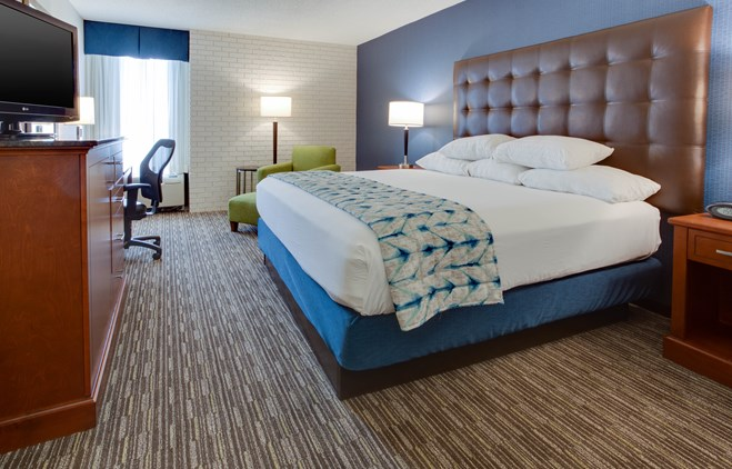 Drury Inn & Suites Nashville Airport - Deluxe King Guestroom