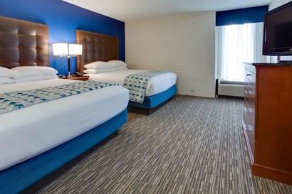 Drury Inn & Suites Nashville Airport - Two-room Suite Guestroom