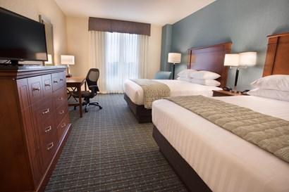 Drury Inn & Suites St. Louis Brentwood - Deluxe Queen Guestroom