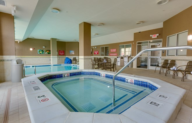 Drury Plaza Hotel St. Louis St. Charles - Indoor/Outdoor Pool