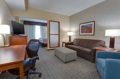 Drury Plaza Hotel St. Louis St. Charles - Deluxe King Guestroom