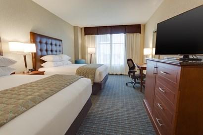 Drury Plaza Hotel St. Louis St. Charles - Deluxe Queen Guestroom