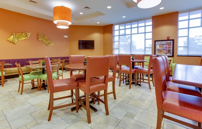Drury Inn & Suites West Des Moines - Dining Area