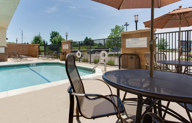 Drury Inn & Suites West Des Moines - Indoor/Outdoor Pool