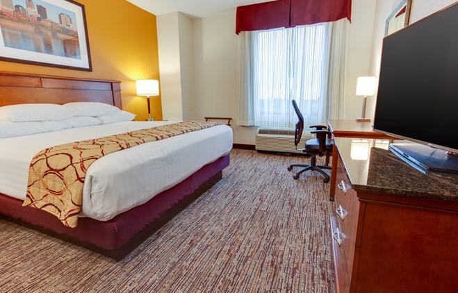 Drury Inn & Suites West Des Moines - Deluxe King Guestroom