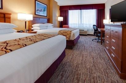 Drury Inn & Suites West Des Moines - Deluxe Queen Guestroom
