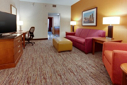 Drury Inn & Suites West Des Moines - Two-room Suite Guestroom