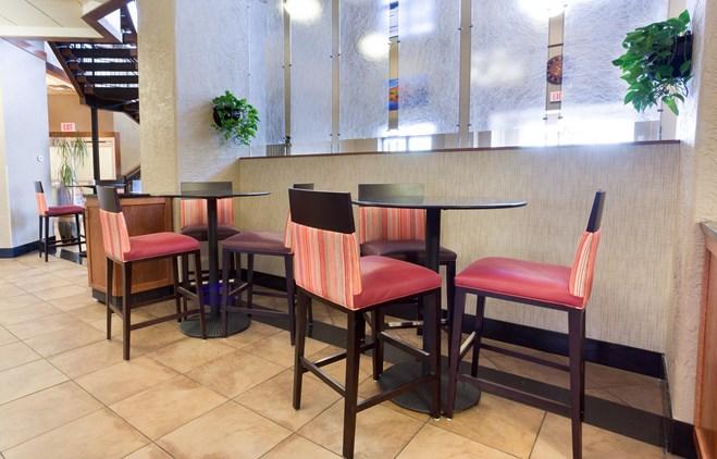 Drury Inn & Suites Flagstaff - Dining Area