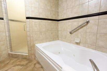 Drury Inn & Suites Flagstaff - Bathroom