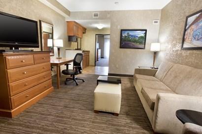 Drury Inn & Suites Flagstaff - Two-room Suite Guestroom