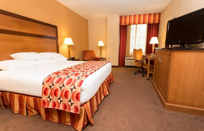 Drury Inn & Suites Phoenix Happy Valley - Deluxe King Guestroom
