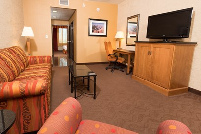 Drury Inn & Suites Phoenix Happy Valley - Two-room Suite Guestroom