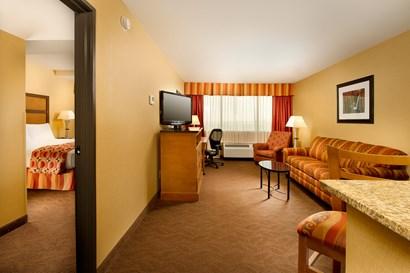 Drury Inn & Suites Phoenix Airport - Two-room Suite Guestroom