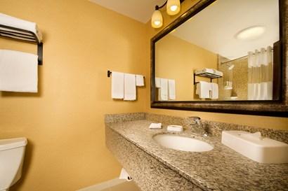 Drury Inn & Suites Phoenix Airport - Bathroom