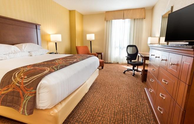 Drury Inn & Suites Phoenix Tempe - Deluxe King Guestroom