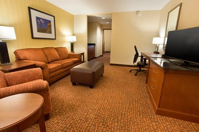 Drury Inn & Suites Phoenix Tempe - Two-room Suite Guestroom