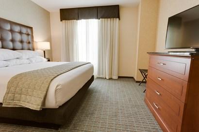 Drury Inn & Suites Phoenix Chandler - Two-room Suite Guestroom