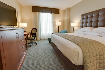 Drury Inn Suites Phoenix Chandler Deluxe King Guestroom
