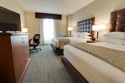 Drury Inn & Suites Phoenix Chandler - Deluxe Queen Guestroom