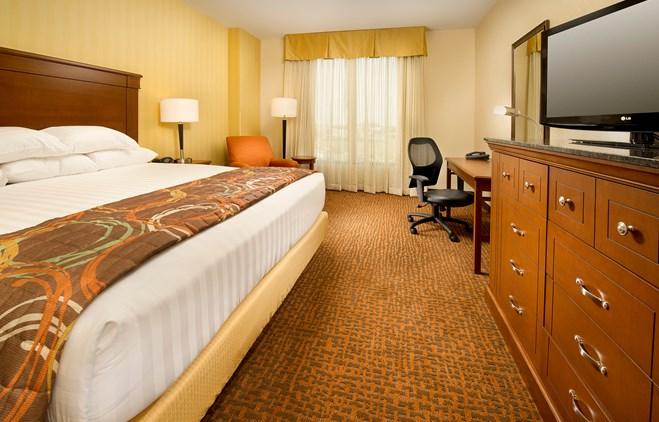 Drury Inn & Suites Denver Westminster - Deluxe King Guestroom