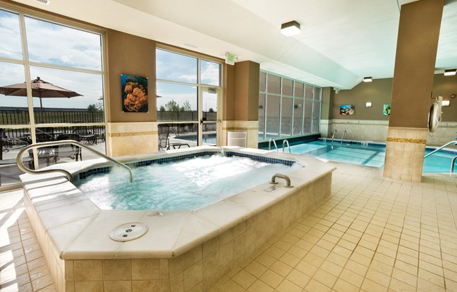 Drury Inn & Suites Denver Stapleton - Indoor/Outdoor Pool