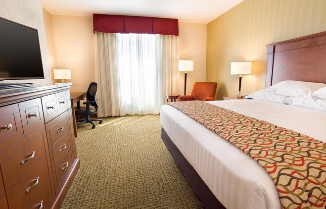 Drury Inn & Suites Denver Stapleton - Deluxe King Guestroom