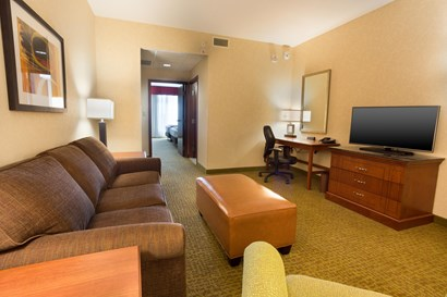 Drury Inn & Suites Denver Stapleton - Two-room Suite Guestroom