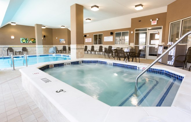 Drury Inn & Suites Colorado Springs - Indoor/Outdoor Pool