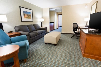 Drury Inn & Suites Colorado Springs - Two-room Suite Guestroom