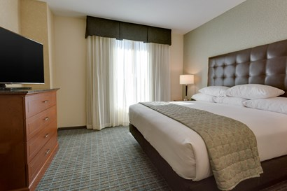 Drury Inn & Suites Gainesville - Two-room Suite Guestroom