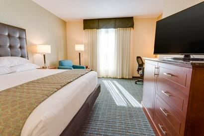 Drury Inn & Suites Gainesville - Deluxe King Guestroom