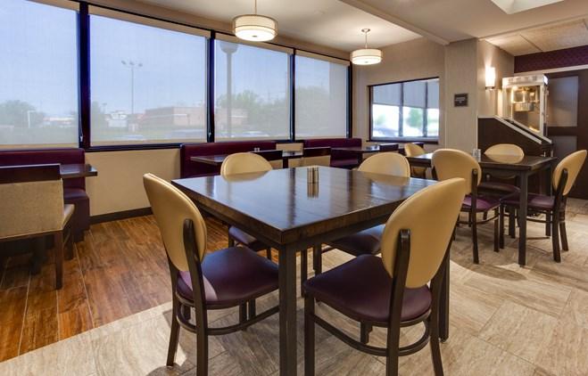 Drury Inn & Suites Louisville East - Dining Area