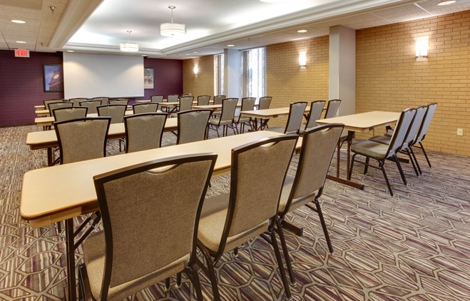 Drury Inn & Suites Louisville East - Meeting Space