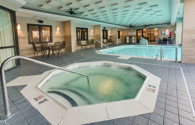 Drury Inn & Suites Louisville East - Indoor/Outdoor Pool