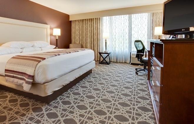 Drury Inn & Suites Louisville East - Deluxe King Guestroom