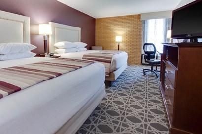 Drury Inn & Suites Louisville East - Deluxe Queen Guestroom