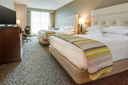 Drury Inn & Suites Pittsburgh Airport Settlers Ridge - Deluxe Queen Guestroom