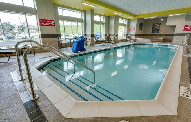 Drury Inn & Suites Pittsburgh Airport Settlers Ridge - Indoor Pool & Whirlpool