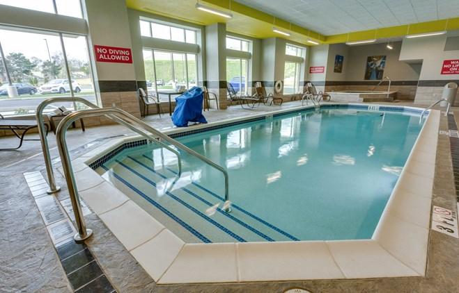 Drury Inn & Suites Pittsburgh Airport Settlers Ridge - Indoor Pool & Whirlpool