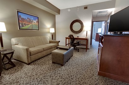 Drury Inn & Suites Pittsburgh Airport Settlers Ridge - Two-room Suite Guestroom