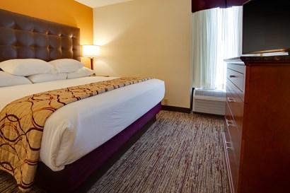 Drury Inn & Suites Terre Haute - Two-room Suite Guestroom