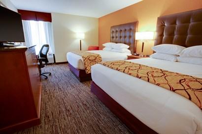 Drury Inn & Suites Terre Haute - Deluxe Queen Guestroom