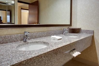 Drury Inn & Suites Terre Haute - Bathroom