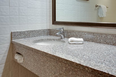 Drury Inn & Suites Terre Haute - Bathroom