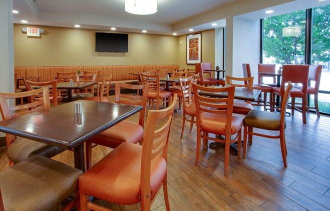 Drury Inn & Suites Terre Haute - Dining Area