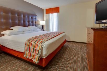 Drury Inn & Suites Memphis Southaven - Two-room Suite Guestroom