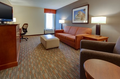 Drury Inn & Suites Memphis Southaven - Two-room Suite Guestroom