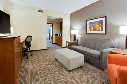 Drury Inn & Suites Fort Myers at I-75 and Gulf Coast Town Center - Two-room Suite Guestroom