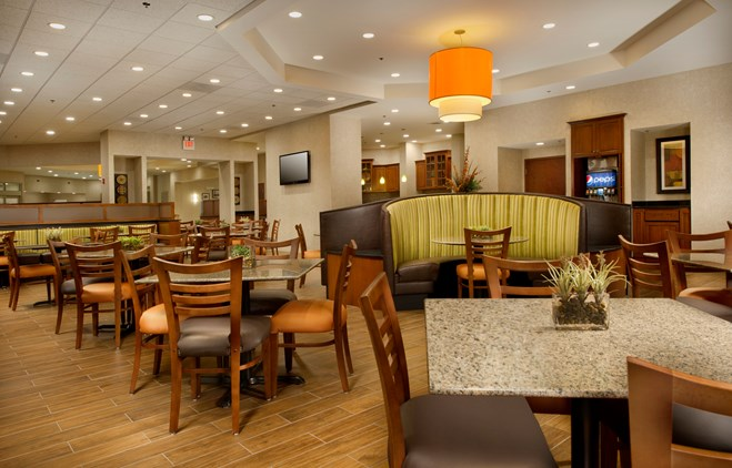 Drury Inn & Suites Valdosta - Dining Area