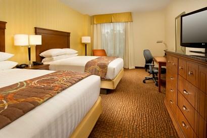 Drury Inn & Suites Valdosta - Deluxe Queen Guestroom